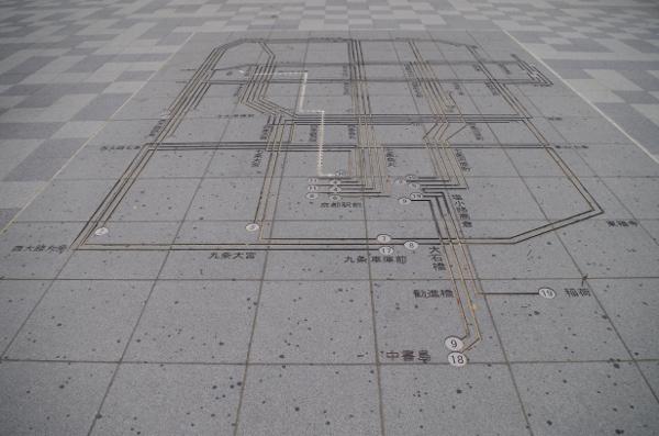 地面に刻まれた路線図
